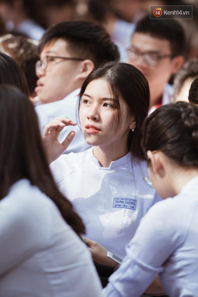Đẹp đến mức không có chút tỳ vết, cô bạn trường Trưng Vương (TPHCM) chiếm toàn bộ spotlight lễ bế giảng - Hình 2