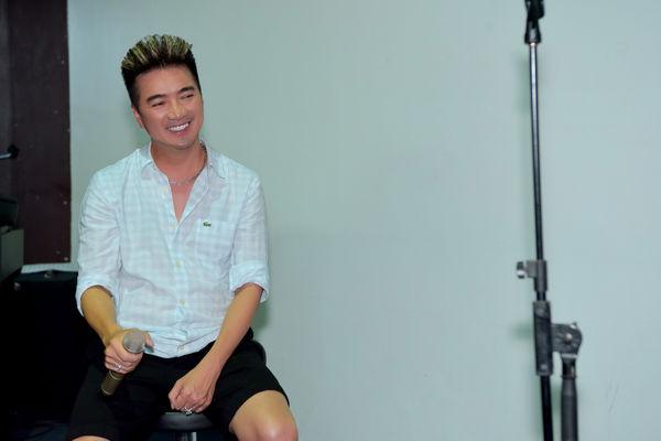 Hết tình tứ với Quang Linh, Mr. Đàm còn có 1001 pha thả dáng nhắng nhít trong buổi tập nhạc - Hình 6