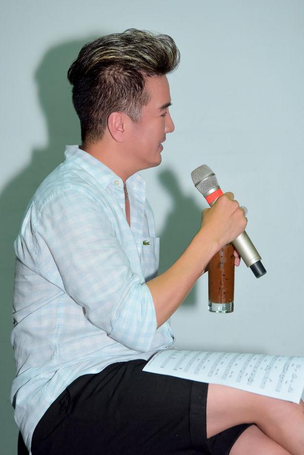 Hết tình tứ với Quang Linh, Mr. Đàm còn có 1001 pha thả dáng nhắng nhít trong buổi tập nhạc - Hình 16