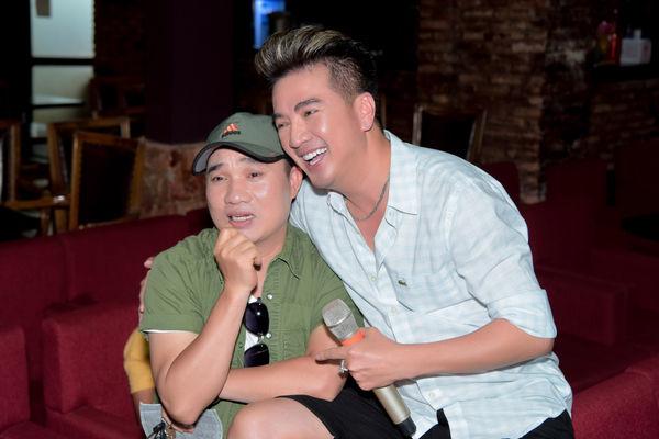Hết tình tứ với Quang Linh, Mr. Đàm còn có 1001 pha thả dáng nhắng nhít trong buổi tập nhạc - Hình 11