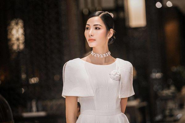 Hoàng Thùy lăng xê tóc búi, fan vote điên đảo: Quá chuẩn để in-top Miss Universe 2019 - Hình 11