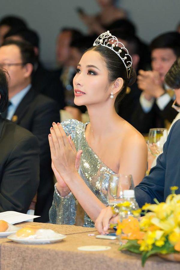 Hoàng Thùy lăng xê tóc búi, fan vote điên đảo: Quá chuẩn để in-top Miss Universe 2019 - Hình 5