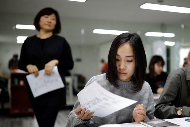 Học sinh Nhật Bản phản đối quy định tóc đen, thẳng của nhà trường - Hình 1