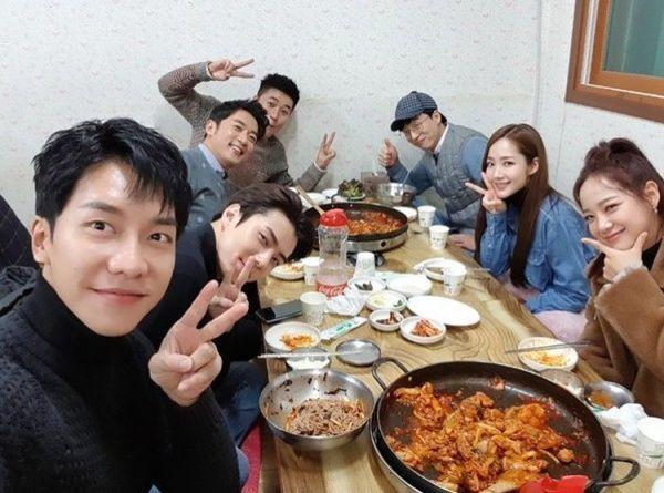 Lee Seung Gi gửi quà ủng hộ Park Min Young và phim Bí mật nàng fangirl - Hình 4