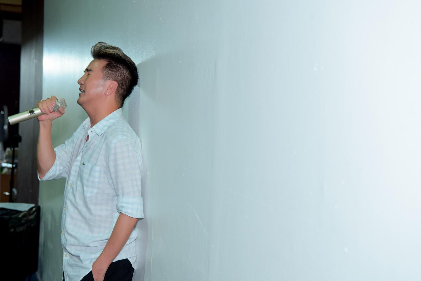 Mr. Đàm 'nhắng nhít' tập hát trong những khoảnh khắc tập hát sau hậu trường - Hình 5