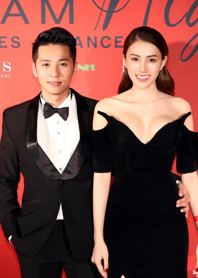 Ngọc Trinh xuất hiện gợi cảm, chọn mốt hở trên kín dưới sau màn khoe hình thể cực sốc trên thảm đỏ Cannes - Hình 8