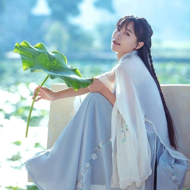 Nhan sắc ngọt ngào của tiên nữ đồng quê Trung Quốc Lý Tử Thất - Hình 2