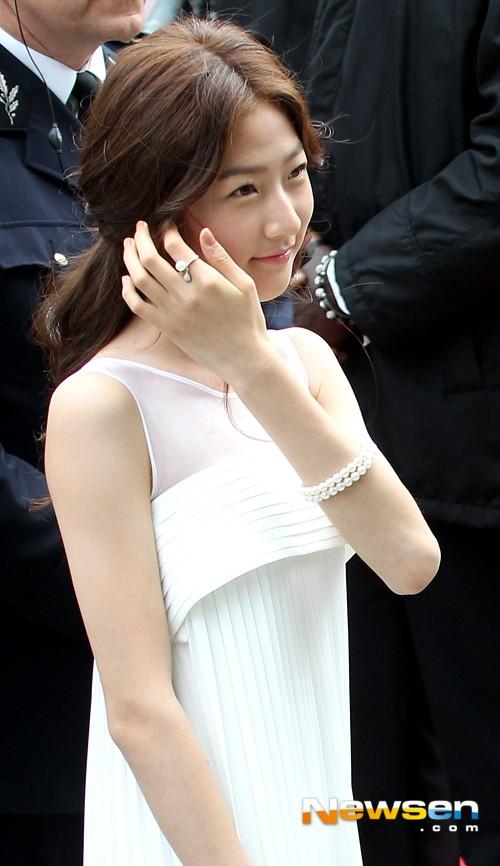 Nữ minh tinh xứ Hàn lên thảm đỏ Cannes: Jeon Ji Hyun và mẹ Kim Tan gây choáng ngợp, nhưng sao nhí này mới đáng nể - Hình 38