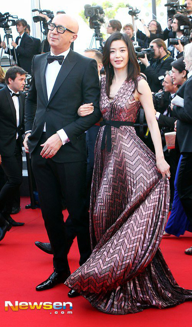 Nữ minh tinh xứ Hàn lên thảm đỏ Cannes: Jeon Ji Hyun và mẹ Kim Tan gây choáng ngợp, nhưng sao nhí này mới đáng nể - Hình 4