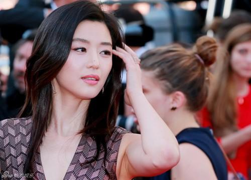 Nữ minh tinh xứ Hàn lên thảm đỏ Cannes: Jeon Ji Hyun và mẹ Kim Tan gây choáng ngợp, nhưng sao nhí này mới đáng nể - Hình 1