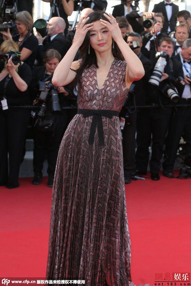 Nữ minh tinh xứ Hàn lên thảm đỏ Cannes: Jeon Ji Hyun và mẹ Kim Tan gây choáng ngợp, nhưng sao nhí này mới đáng nể - Hình 3