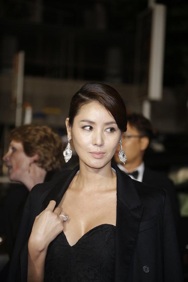 Nữ minh tinh xứ Hàn lên thảm đỏ Cannes: Jeon Ji Hyun và mẹ Kim Tan gây choáng ngợp, nhưng sao nhí này mới đáng nể - Hình 14