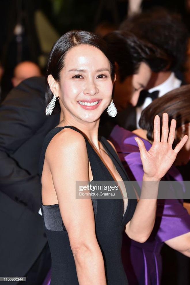 Nữ minh tinh xứ Hàn lên thảm đỏ Cannes: Jeon Ji Hyun và mẹ Kim Tan gây choáng ngợp, nhưng sao nhí này mới đáng nể - Hình 24