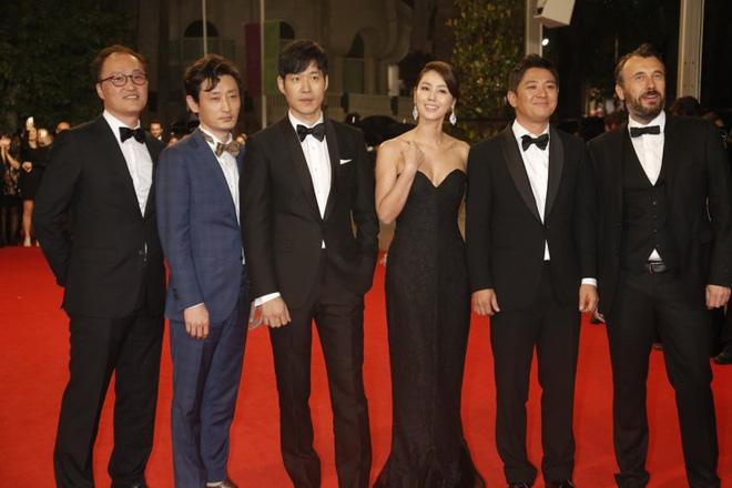 Nữ minh tinh xứ Hàn lên thảm đỏ Cannes: Jeon Ji Hyun và mẹ Kim Tan gây choáng ngợp, nhưng sao nhí này mới đáng nể - Hình 9