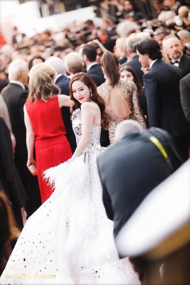 Nữ minh tinh xứ Hàn lên thảm đỏ Cannes: Jeon Ji Hyun và mẹ Kim Tan gây choáng ngợp, nhưng sao nhí này mới đáng nể - Hình 32