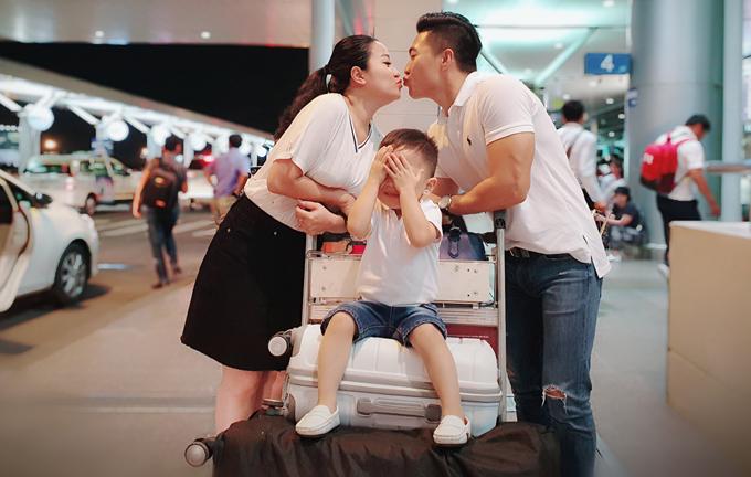 Quốc Cơ và con trai tiễn vợ đi Hàn Quốc công tác - Hình 6