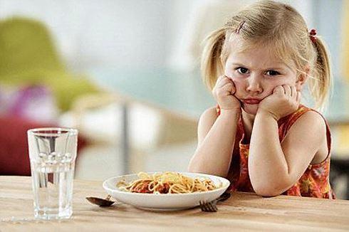 Trẻ hỏng hết dạ dày vì xem điện thoại, ipad nhiều - Hình 3