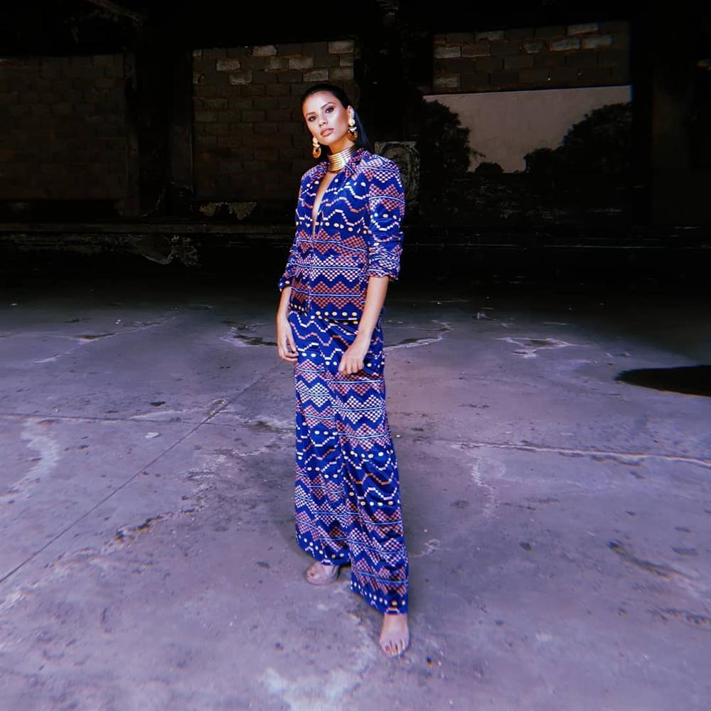 Bản tin Hoa hậu Hoàn vũ 23/5: Hoàng Thùy lên đồ xuất sắc, bất ngờ chặt đẹp đối thủ người Mỹ - Hình 11