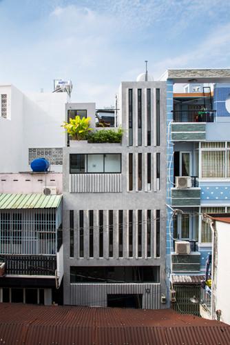 Căn nhà siêu nhỏ nhưng ngập tràn ánh nắng và rất tiện dụng nhờ thiết kế khác lạ - Hình 1