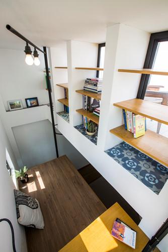 Căn nhà siêu nhỏ nhưng ngập tràn ánh nắng và rất tiện dụng nhờ thiết kế khác lạ - Hình 12