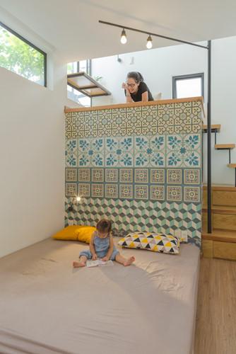Căn nhà siêu nhỏ nhưng ngập tràn ánh nắng và rất tiện dụng nhờ thiết kế khác lạ - Hình 9