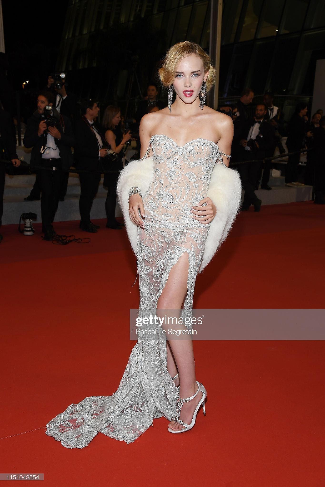 Cannes ngày 9: Mỹ nhân 'hở' ngang Ngọc Trinh, Á hậu Việt bị nhầm với mẫu Nga - Hình 32