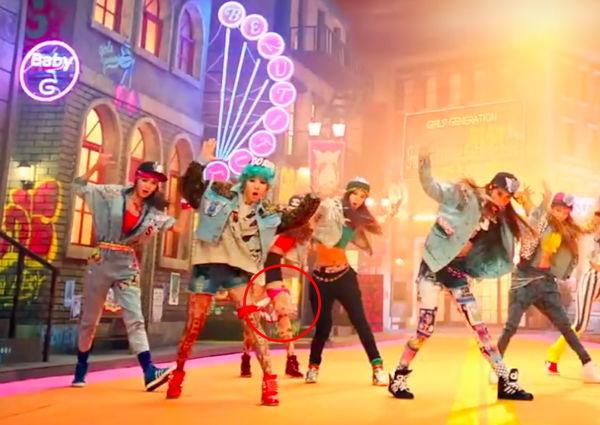 Chuyên gia bóc lỗi: Xin mời loạt MV Kpop đình đám lên thớt vì... vẫn có sạn (P.5) - Hình 11
