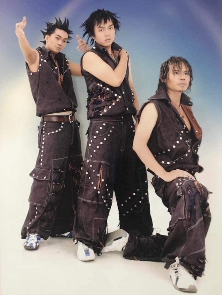 Cười té với tạo hình những nhóm nhạc nam có Ngô Kiến Huy, Khương Ngọc ngày xưa: Đến HKT cũng phải... chào thua - Hình 5