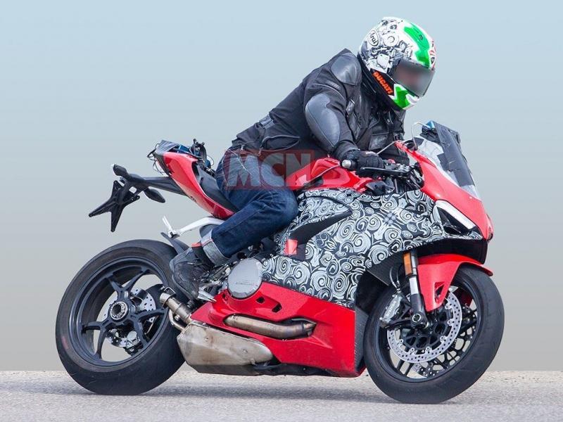 Ducati 959 Panigale đời mới sẽ có kiểu dáng như Panigale V4 và sử dụng động cơ L-Twin - Hình 3