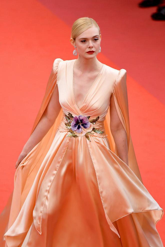 Giám khảo trẻ nhất lịch sử Cannes Elle Fanning: Đẹp vô thực, từ bóng của chị gái thành cô tiên nước Mỹ quyền lực - Hình 29