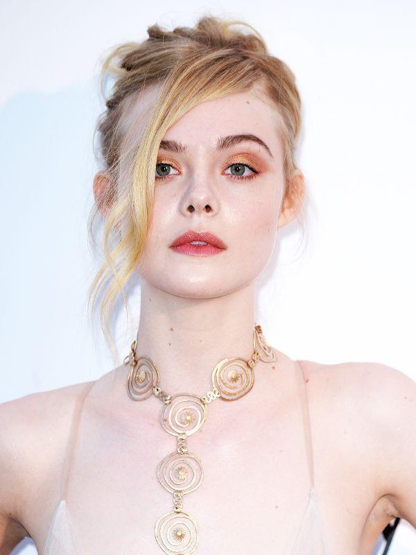 Giám khảo trẻ nhất lịch sử Cannes Elle Fanning: Đẹp vô thực, từ bóng của chị gái thành cô tiên nước Mỹ quyền lực - Hình 21