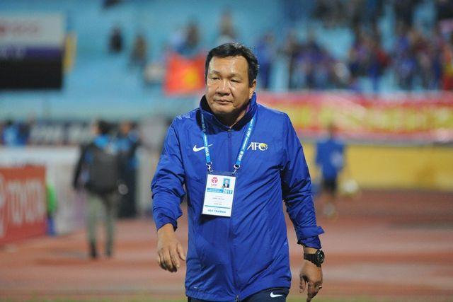 HLV Hoàng Văn Phúc bất ngờ chia tay CLB Quảng Nam - Hình 1