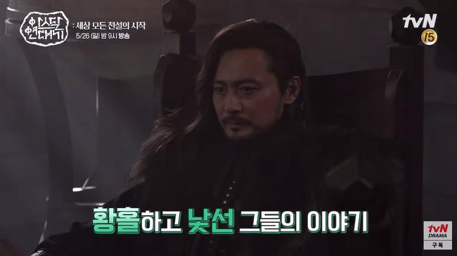 Lộ hậu trường bom tấn mới: Jang Dong Gun phong độ bao nhiêu, Song Joong Ki ngơ ngác bấy nhiêu - Hình 6