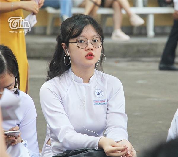 Nữ sinh THPT Chuyên Trần Đại nghĩa đã học giỏi lại còn xinh đẹp và đây là loạt ảnh chứng minh - Hình 2