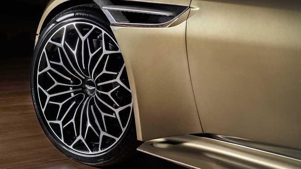Siêu xe đặc biệt Aston Martin DBS Superleggera OHMSS Edition giúp bạn sành điệu như điệp viên 007 - Hình 2