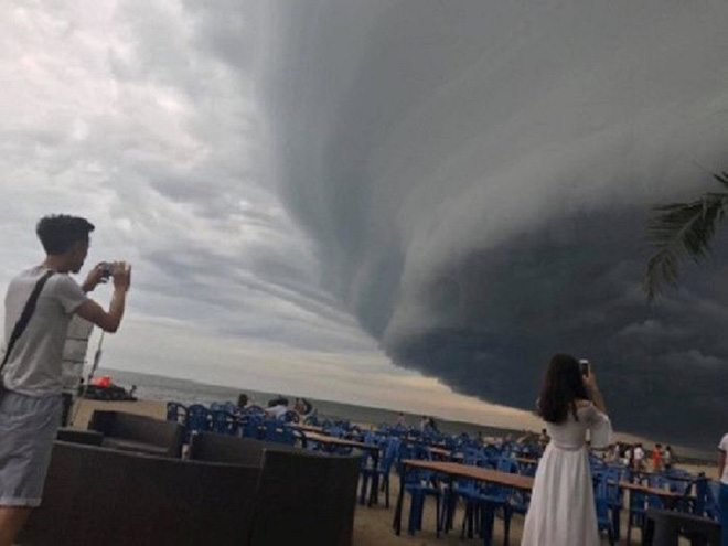 Sự thật đằng sau đám mây khổng lồ với hình thù kỳ lạ ở Huế đang khiến cộng đồng mạng sửng sốt - Hình 8