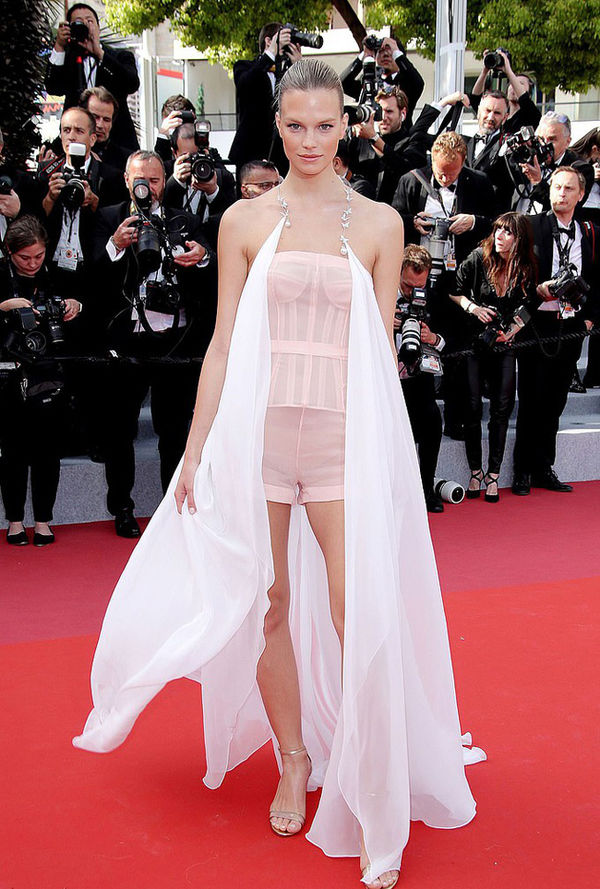 Top 10 bộ cánh thảm họa ở Liên hoan phim Cannes 2019, riêng Ngọc Trinh đã chiếm 3 bộ - Hình 7