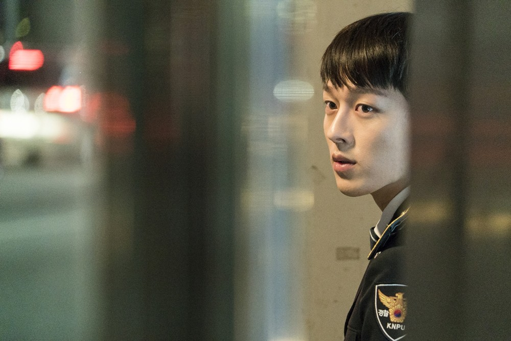 Vừa làm sát thủ, trai đẹp Jang Ki Yong nay lại làm phi công nội tâm diễm tình nhất màn ảnh Hàn! - Hình 9