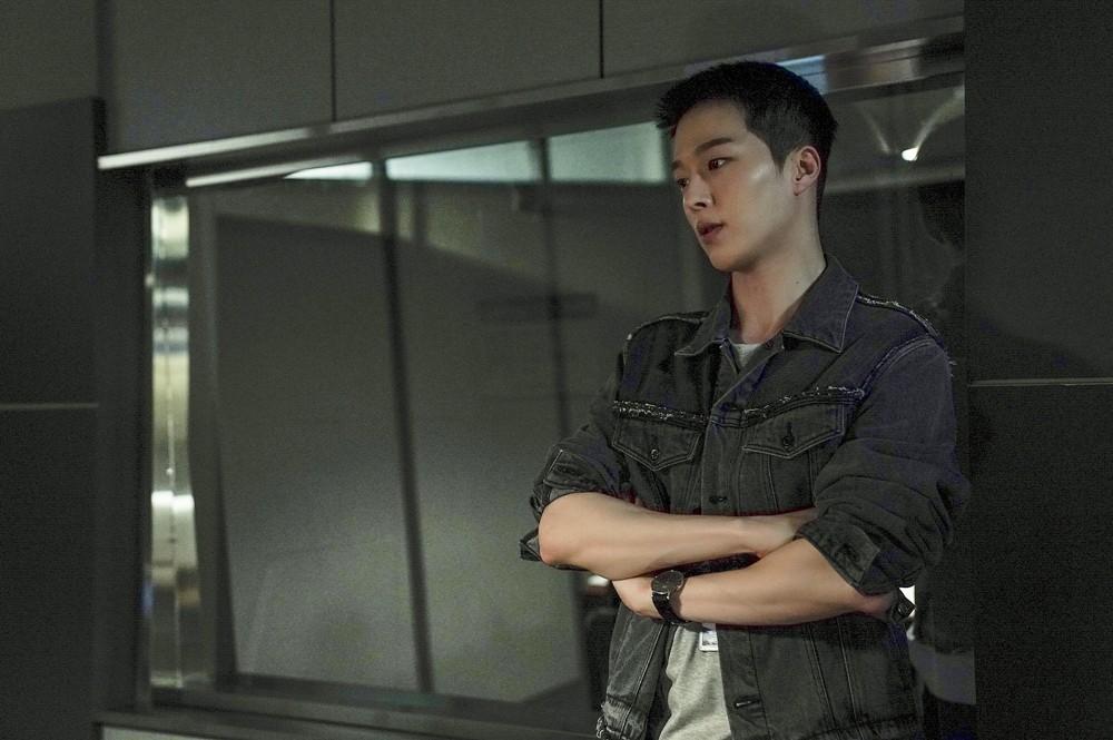 Vừa làm sát thủ, trai đẹp Jang Ki Yong nay lại làm phi công nội tâm diễm tình nhất màn ảnh Hàn! - Hình 8