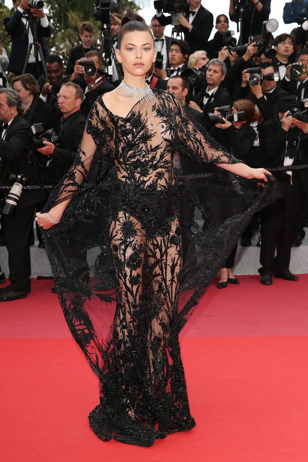 Xiêm y hở bạo càn quét thảm đỏ Cannes - Hình 6