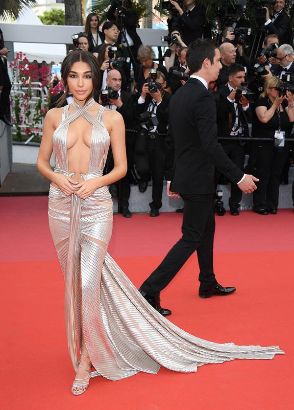 Xiêm y hở bạo càn quét thảm đỏ Cannes - Hình 7