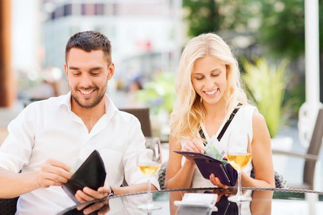 7 kiểu phản ứng phổ biến của chị em khi hẹn hò bị bắt chia tiền phở - Hình 7