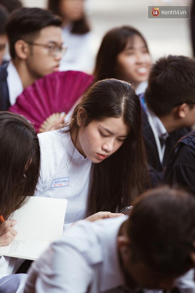 Bế giảng trường THPT hơn 100 tuổi, lâu đời bậc nhất Việt Nam: Cả một trời trai xinh gái đẹp - Hình 5