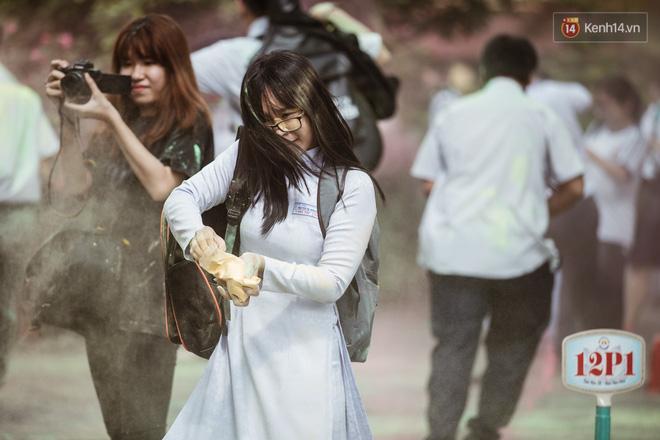 Bế giảng trường THPT hơn 100 tuổi, lâu đời bậc nhất Việt Nam: Cả một trời trai xinh gái đẹp - Hình 22