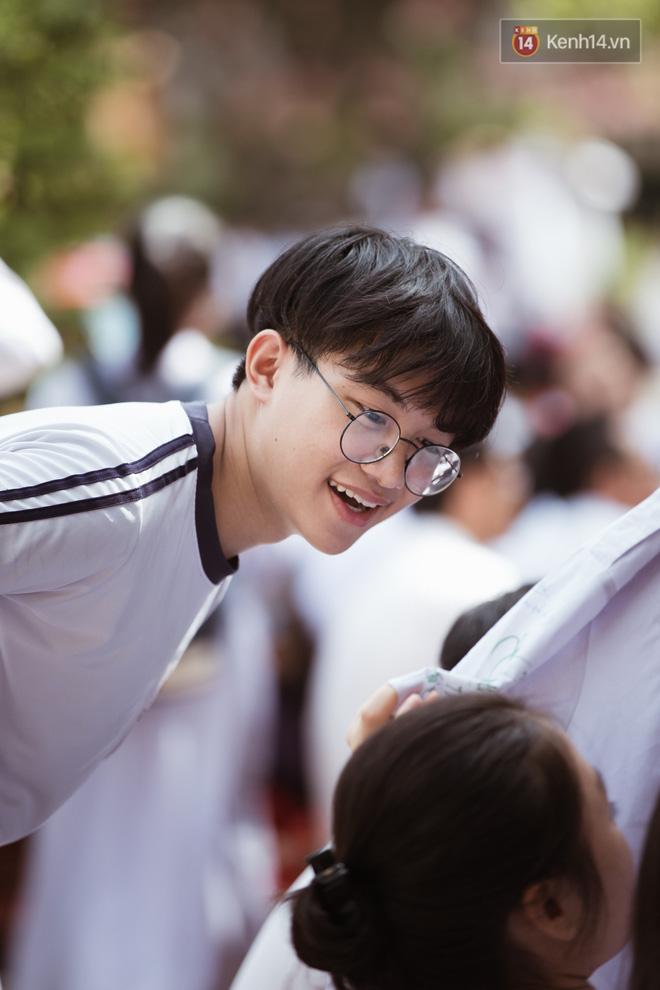Bế giảng trường THPT hơn 100 tuổi, lâu đời bậc nhất Việt Nam: Cả một trời trai xinh gái đẹp - Hình 8