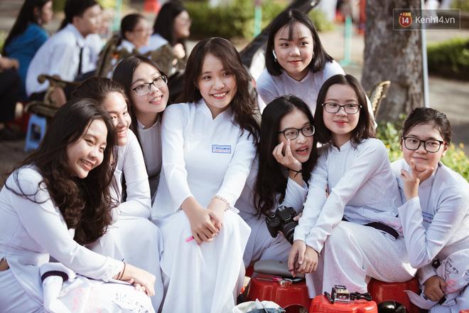 Bế giảng trường THPT hơn 100 tuổi, lâu đời bậc nhất Việt Nam: Cả một trời trai xinh gái đẹp - Hình 4