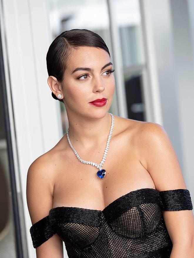 Cô gái vàng trong làng lọ lem đời thực: Mẫu 9x chiếm trọn trái tim, khối tài sản nửa tỷ đô của tay sát gái Ronaldo - Hình 8