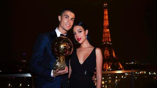 Cô gái vàng trong làng lọ lem đời thực: Mẫu 9x chiếm trọn trái tim, khối tài sản nửa tỷ đô của tay sát gái Ronaldo - Hình 17