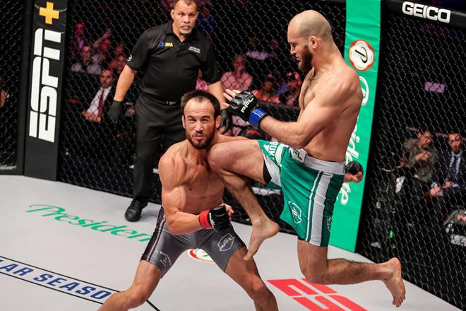 Cú thúc gối knock-out đối thủ tàn độc nhất lịch sử MMA - Hình 1