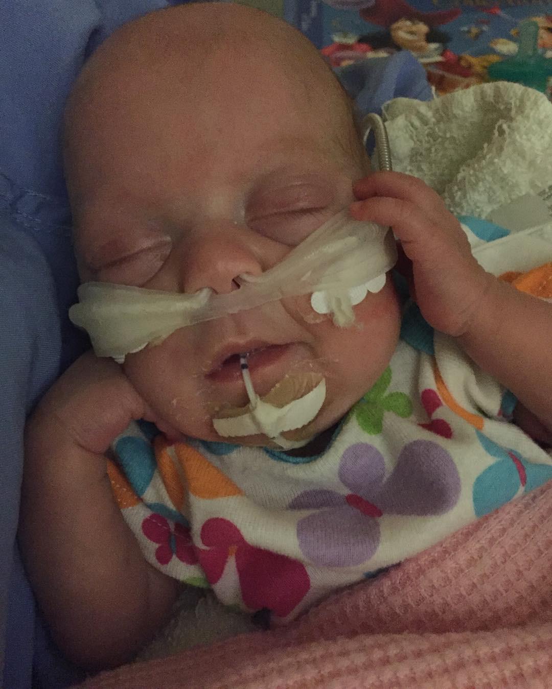 Em bé sinh non 14 tuần, nặng chưa đầy 0,5kg và hành trình sống sót kỳ diệu lấy đi nước mắt của hàng triệu người - Hình 8